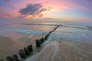 zonsondergang in de zee foto