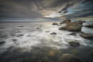 rotsachtige kustlijn, noorwegen foto