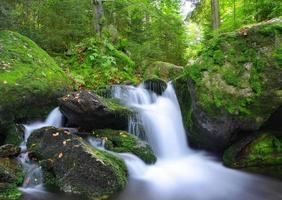 waterval in nationaal park sumava foto