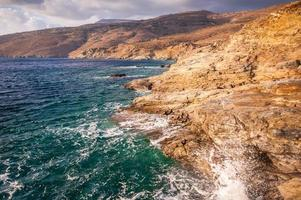 kustopnamen van het eiland Andros in Griekenland foto