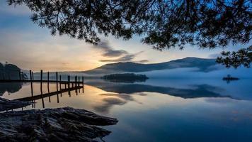 zonsopgang bij derwent water, cumbria, engeland