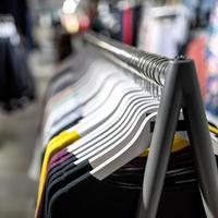 kleren aan een hanger