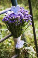 lentebloemen - lila-groen boeket foto