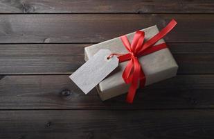 geschenkdoos met rood lint foto