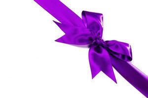 paars lint met strik op wit foto