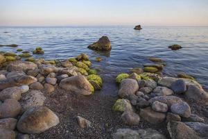 schemering op de zwarte zee. foto