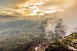 uitzicht vanaf het plateau van roraima op de grote sabana