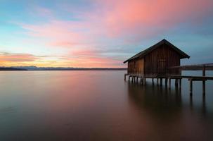 kleurrijke zonsopgang bij meer Ammersee foto