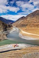 samenvloeiing van zanskar en indus rivieren