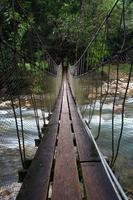 brug over de waterval
