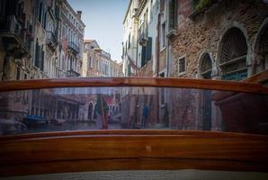 uitzicht vanaf een watertaxi in Venetië, Italië