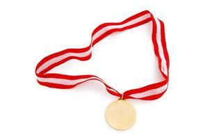 gouden medaille geïsoleerd op de witte achtergrond foto