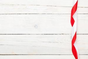 Valentijnsdag achtergrond met rode en witte linten foto
