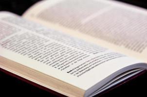boek geopend op ›boek‹