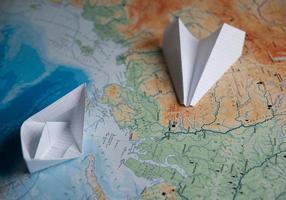 schip vliegtuigen op zee foto
