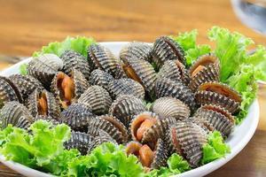 gekookte kokkels en zeevruchten foto