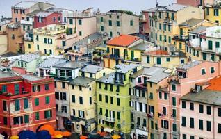 kleurrijke Italiaanse gebouwen van vernazza in cinque terre