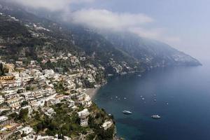positanodorp in amalfikust, Italië foto
