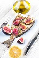 dorado vis met citroen en vijgen