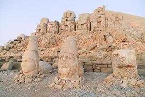standbeeld op mount nemrut foto