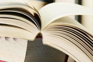 compositie met stapels boeken
