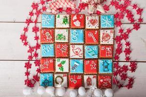 adventskalender, kerst handgemaakte peperkoek geschilderd suikerglazuur
