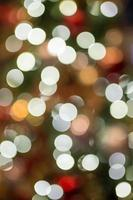 abstracte Kerstmisachtergrond met bokehlicht foto