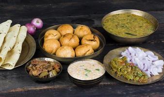 Indiase keuken dal baati foto
