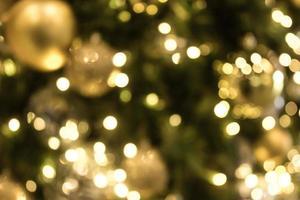 Kerstmis met gouden bokeh lichte achtergrond foto