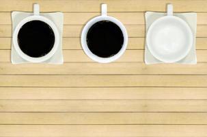 drie koffiemokken