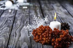 kerst-viburnum en kaars