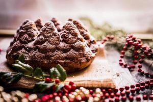 Kerstmiscake op houten achtergrond foto
