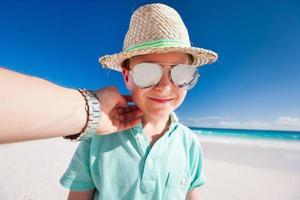 kleine jongen op vakantie