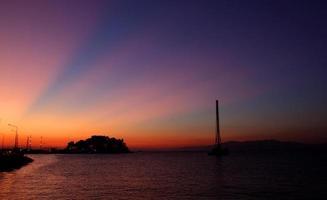 zonsondergang in kusadasi, turkije foto