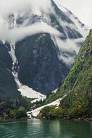 gletsjer, wolken en de berg