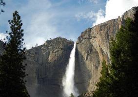 lagere yosemite-watervallen bij nationaal park
