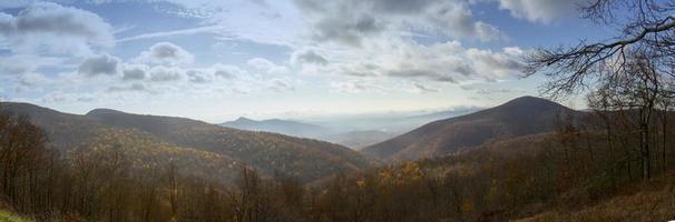 mist over de shenandoah-vallei