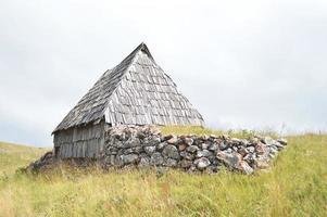 typisch houten huisje 3, montenegro