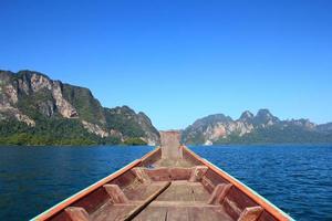 cruise in de rivier, khaosok nationaal park
