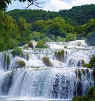 waterval bij nationaal park krka (kroatië)