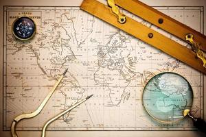 oude kaart en navigatieobjecten. foto