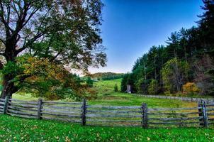 rijden door het nationale park Blue Ridge Mountains