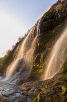 waterval in het stora sjöfallets nationaal park