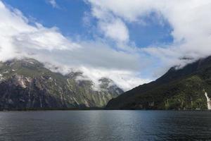 milford sound, geweldige bergen, nieuw-zeeland