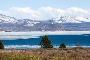 verdwijnend ijs in het Yellowstone-meer