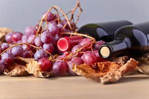 flessen met rode wijn foto