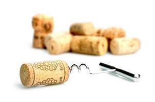 kurkentrekker en wijnkurken foto