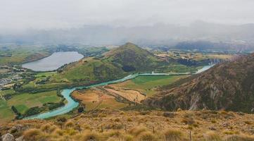 het meer van Hayes en de rivier de Kawarau, gezien vanaf de opmerkelijke