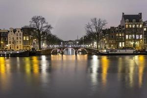magere brug (magere brug). beroemde dubbele Nederlandse basculebrug