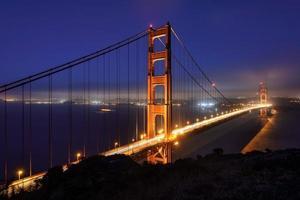 nacht, verlichting, golden gate bridge. foto